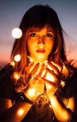 Chiromanția a fost un mijloc popular de divinație vreme de mai multe secole și este asociat cu prevestirea viitorului și înțelegerea personalității unei