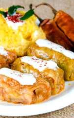 Sarmalele fac deliciul fiecărei sărbători, dar și a meselor obișnuite, ne amintesc de mâncarea de la bunica. Sarmale în foi de varză, umplute cu carne