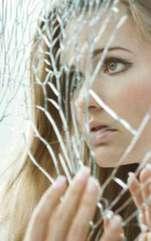 Oglinda ocupă un loc aparte în viața persoanelor superstițioase, fiind considerată un obiect cu totul magic. Află când aduce noroc și când ghinion. Poate