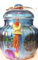 Vasul Prosperității este un activator Feng Shui pentru atragerea abundenței. Maeștii Feng Shui susțin că bogăția materială poate fi ușor atrasă folosind