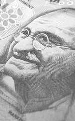 Pe adevăratul său nume Mohandas Karamchand Gandhi, Mahatma Gandhi este părinte al independenței în India și unul dintre cei mai importanți, influenți și