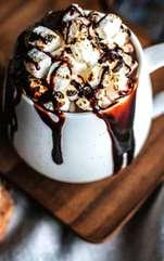 Sezonul rece este în toi. Ce-ai zice de o ciocolată caldă specială? După o zi stresantă la serviciu și gerul pe care l-ai înfruntat până acasă, poți să