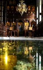 Rugăciune către Sfânta Treime. Chiar dacă mergem sau nu la slujba de Liturghie de duminică, e bine să spunem această scurtă, dar puternică rugăciune