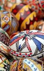 Una dintre cele mai importante sărbători pentru români, Paștele, simbolizează fericirea și speranța. Tradiții, obiceiuri și superstiții autohtone sunt