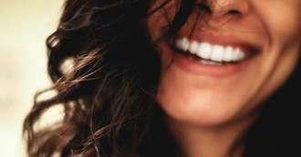 Albirea dintilor. 3 metode eficiente prin care iti poti albi dintii acasa