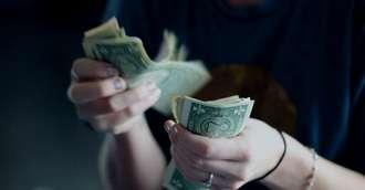 Ai visat ceva legat de bani? Iată ce semnificație au cele mai frecvente vise