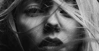 Atragi bărbați narcisiști? Schimbă aceste 7 obiceiuri pe care le ai!