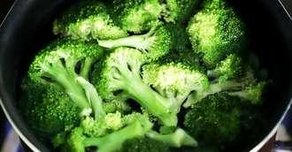 Beneficiile consumului de broccoli – alimentul sărac în calorii și bogat în fibre
