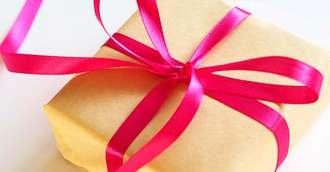 Cadouri barbati. Cum alegi cadoul potrivit respectând codul bunelor maniere?