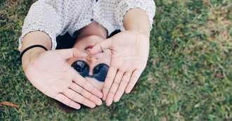 Degetele în chiromanție. Tu știi care este degetul direct conectat cu inima?