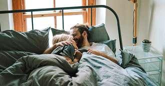 Dormiți îmbrățișați! Vă poate salva relația și asigura fericirea împreună!