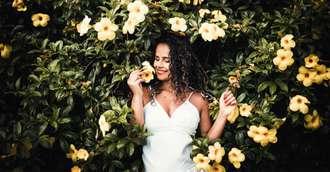 Floriile – Nu te-ai fi gândit ce nume derivă din lacrimile Evei și care este nimfa cu nume de floare