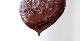 5 metode prin care să scapi de petele de ciocolată