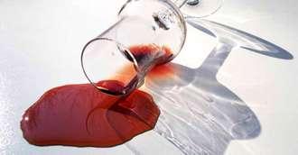 Cum să scoți petele de vin roșu fără efort