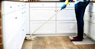 Scapă rapid de petele urâte și persistente din bucătărie