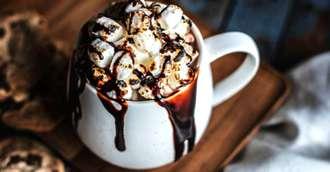 Încălzește-te cu o ciocolată caldă specială! 3 rețete pe care trebuie să le încerci