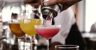 Surprinde-ți jumătatea cu unul dintre aceste cocktail-uri alcoolice